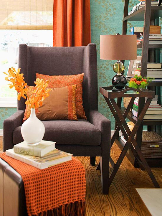 Oranges and browns incorporated in the furniture #falldecor #falldecorideas #livingroom #autumndecor #homedecor #decorhomeideas