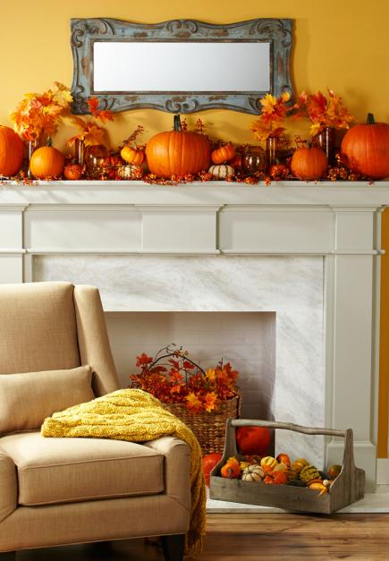 Autumn ambience with pumpkins in a living room #falldecor #falldecorideas #livingroom #autumndecor #homedecor #decorhomeideas