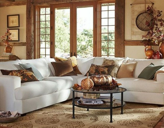 Throw pillows in fall colors for a living room #falldecor #falldecorideas #livingroom #autumndecor #homedecor #decorhomeideas
