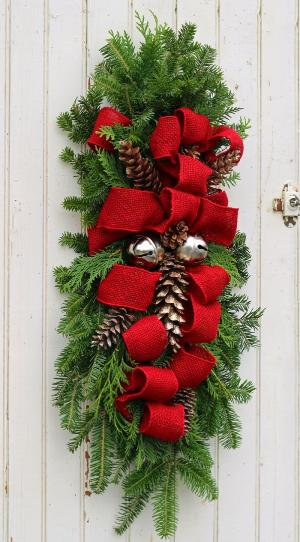 Alternative to wreaths