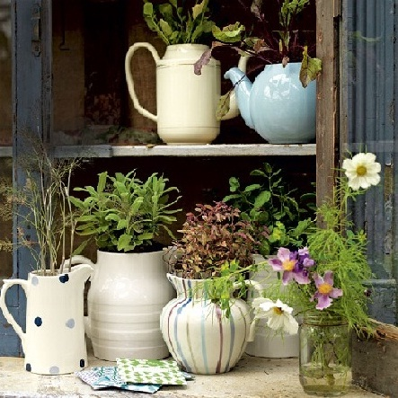 Crockery containers