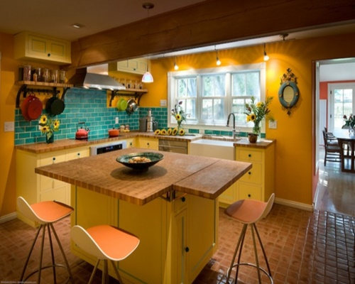 Kitchen in yellow and blue