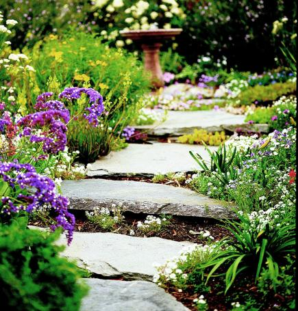 Stone-and-mulch pathway