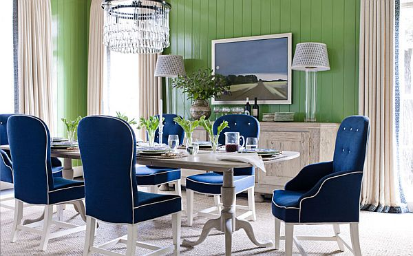 Green walls and navy blue chairs in a living room #livingroom #homedecor #decoratingideas #decorhomeideas