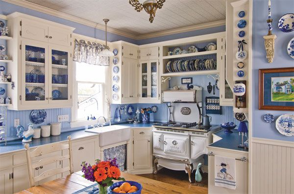 Walls and accessories in blue