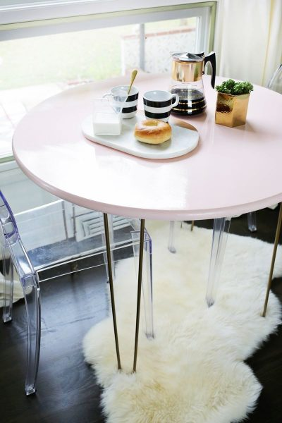 Charming breakfast mini table painted in pastel pink #table #furniture #pink #homedecor #decorhomeideas
