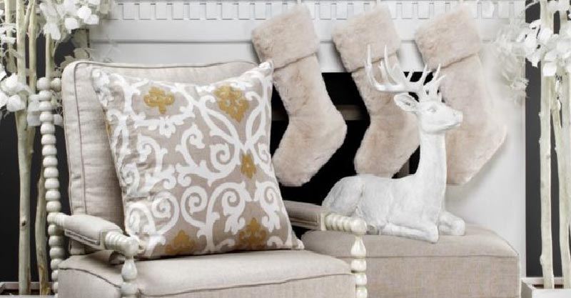 Stockings in neutral colors #christmas #christmasdecor #decoration #christmasdecorations #decoratingideas #festive #decorhomeideas