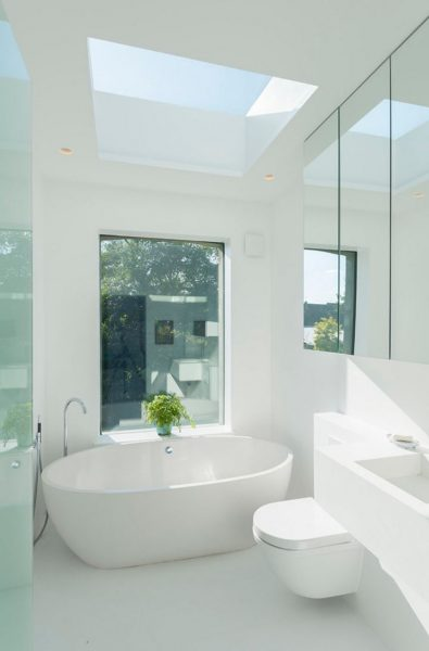 Crisp feel white bathroom #bathroom #bathroomdesign #bathroomideas #bathroomreno #bathroomremodel #decorhomeideas