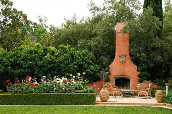 Garden with chimney and fireplace #fireplace #outdoor #homedecor #garden #patio #decorhomeideas