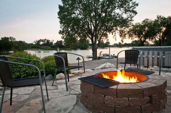 Beautiful fire pit by the lake #fireplace #outdoor #homedecor #garden #patio #decorhomeideas