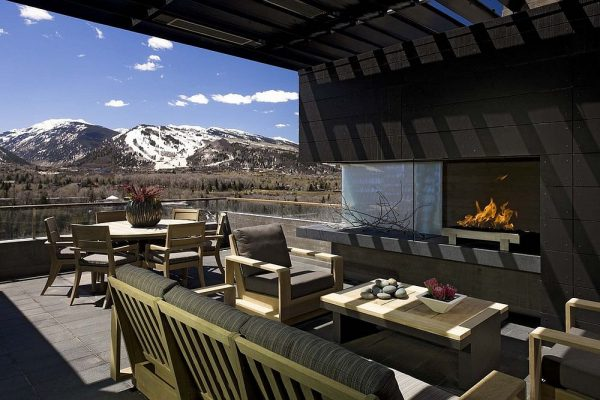 Stunning outdoor patio with fireplace #fireplace #outdoor #homedecor #garden #patio #decorhomeideas
