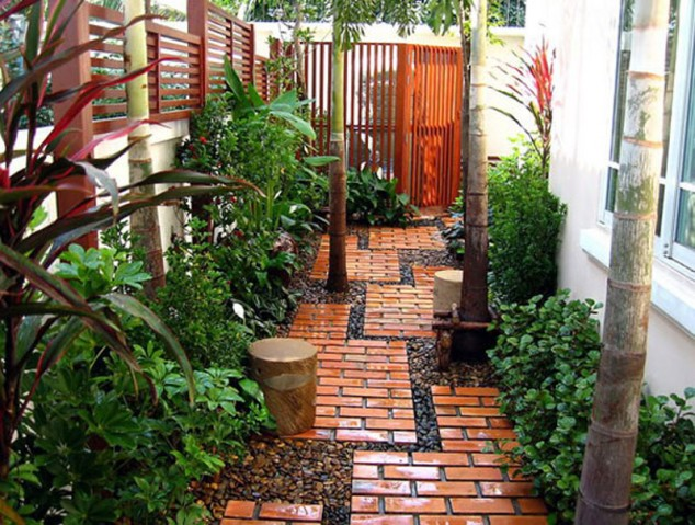 Modern pathway with bricks #garden #diy #gardenideas #pathway #alley #gardening #landscaping #outdoordesign #backyard #decorhomeideas