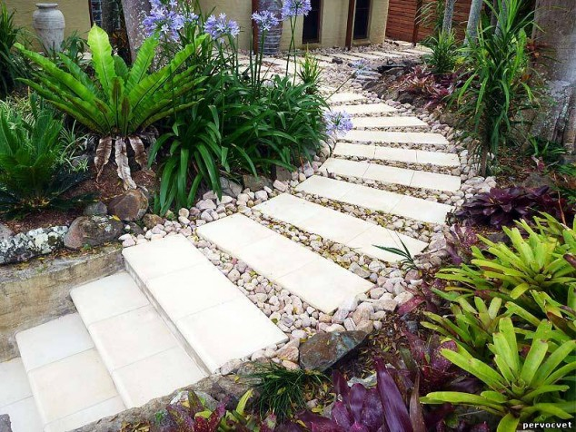 Modern white stepping stones pathway #garden #diy #gardenideas #pathway #alley #gardening #landscaping #outdoordesign #backyard #decorhomeideas
