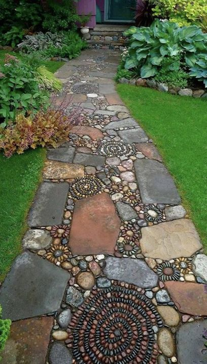 Mosaic and stepping stones #garden #diy #gardenideas #pathway #alley #gardening #landscaping #outdoordesign #backyard #decorhomeideas