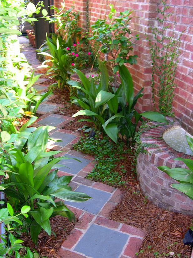 Rectangular garden walkway bricks #garden #diy #gardenideas #pathway #alley #gardening #landscaping #outdoordesign #backyard #decorhomeideas