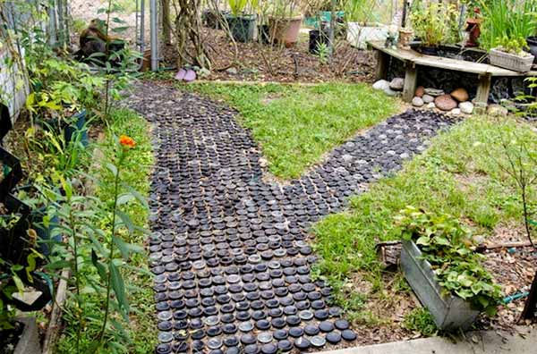 Small stones garden pathway #garden #diy #gardenideas #pathway #alley #gardening #landscaping #outdoordesign #backyard #decorhomeideas