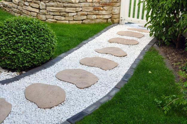 Stone walkway white pebbles #garden #diy #gardenideas #pathway #alley #gardening #landscaping #outdoordesign #backyard #decorhomeideas