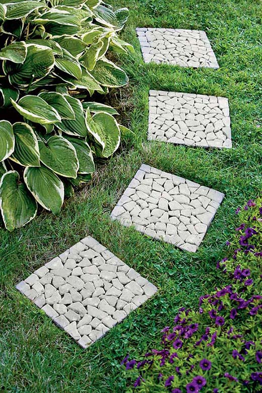 Tiled garden pathway #garden #diy #gardenideas #pathway #alley #gardening #landscaping #outdoordesign #backyard #decorhomeideas