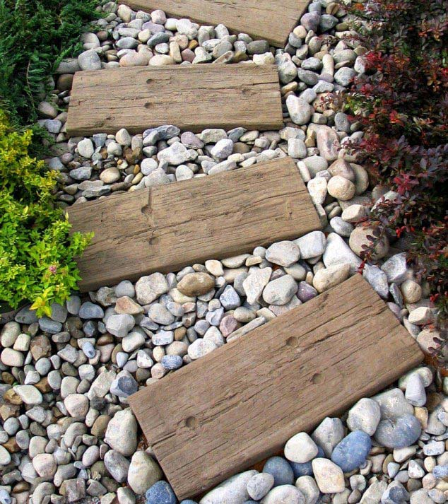 Wood pathway #garden #diy #gardenideas #pathway #alley #gardening #landscaping #outdoordesign #backyard #decorhomeideas
