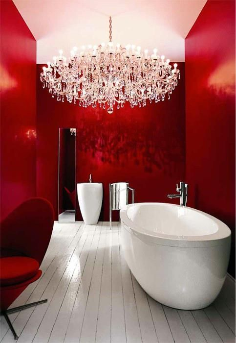 Chic modern red bathroom with chandelier #redbathroom #bathroom #bathroomdesign #bathroomideas #bathroomreno #bathroomremodel #decorhomeideas