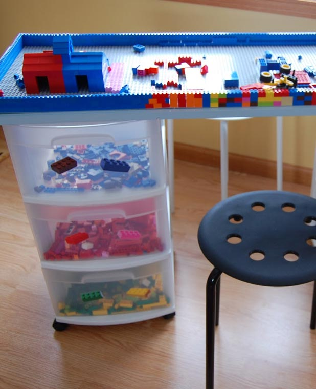 Easy to do plastic box storage idea for toys #diy #storage #organization #organize #decoratingideas #homedecor #decorhomeideas