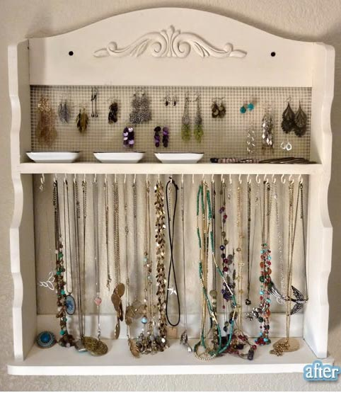 DIY jewelry storage idea on the wall #diy #storage #organization #organize #decoratingideas #homedecor #decorhomeideas