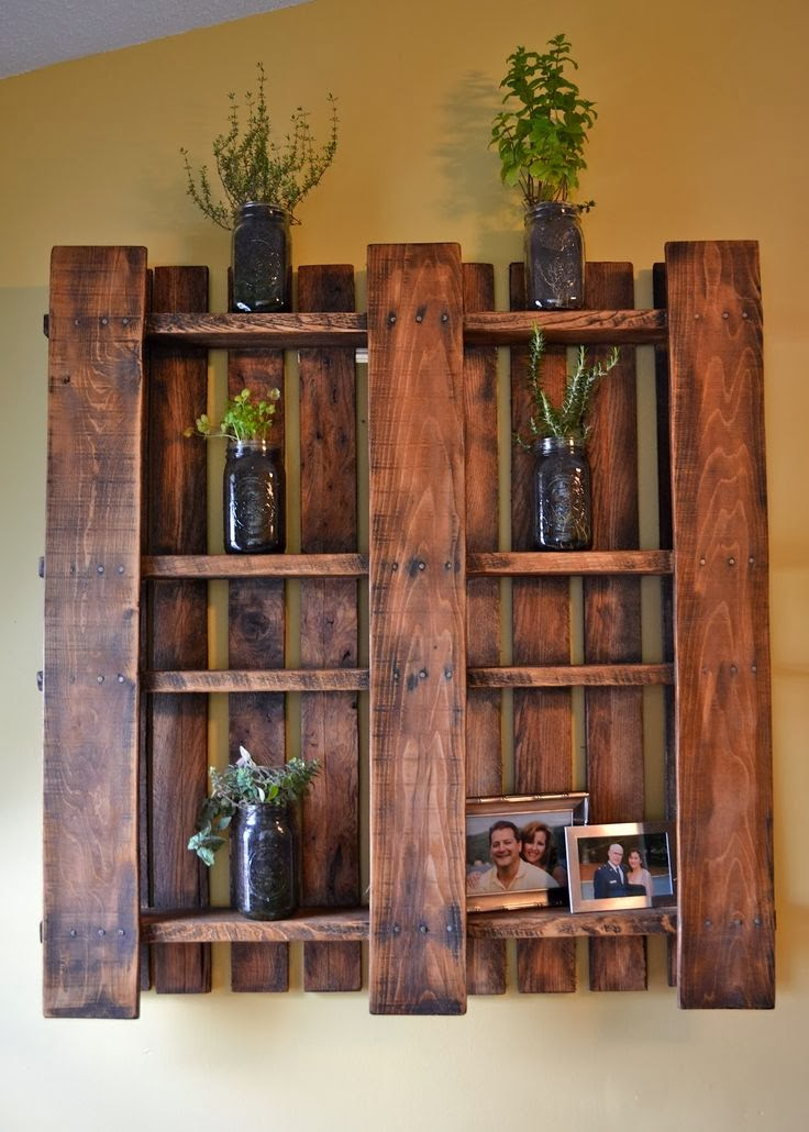 Amazing pallet rustic wall shelf idea #diy #pallets #furniture #makeover #repurpose #woodenpallet #homedecor #decoratingideas #decorhomeideas