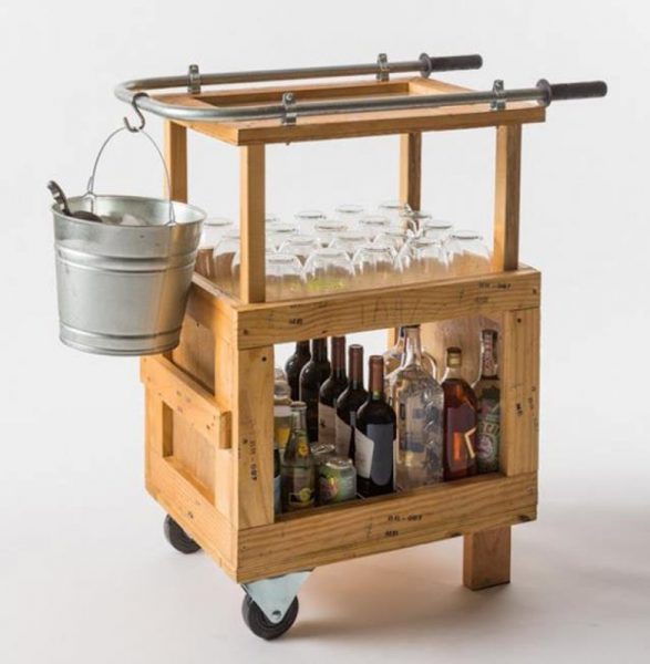 Bar cart made from pallets idea #diy #pallets #furniture #makeover #repurpose #woodenpallet #homedecor #decoratingideas #decorhomeideas