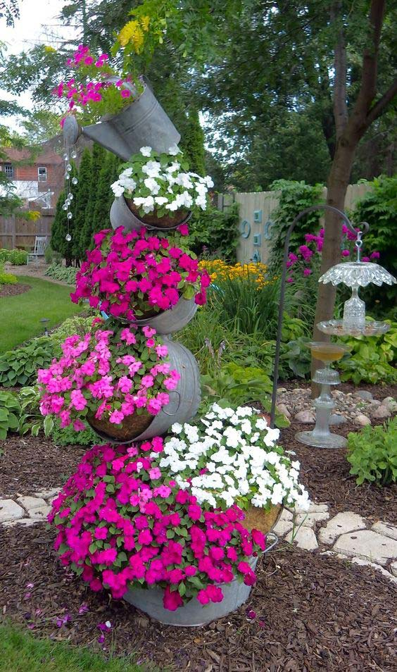 Beautiful pink flowers patio idea #gardens #gardening #gardenideas #gardeningtips #decorhomeideas