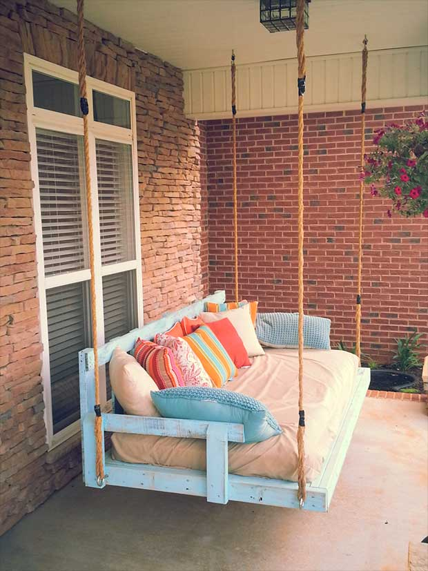 Diy lovely pallet porch swing idea #diy #pallets #furniture #makeover #repurpose #woodenpallet #homedecor #decoratingideas #decorhomeideas