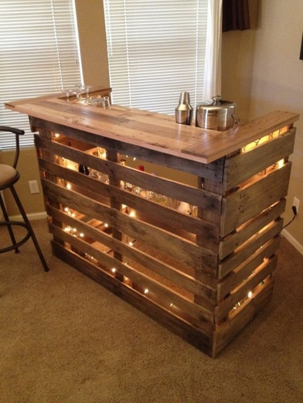 Diy pallet wine bar idea #diy #pallets #furniture #makeover #repurpose #woodenpallet #homedecor #decoratingideas #decorhomeideas