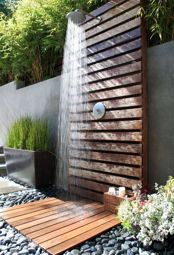 Great outdoor pallet made shower idea #diy #pallets #furniture #makeover #repurpose #woodenpallet #homedecor #decoratingideas #decorhomeideas