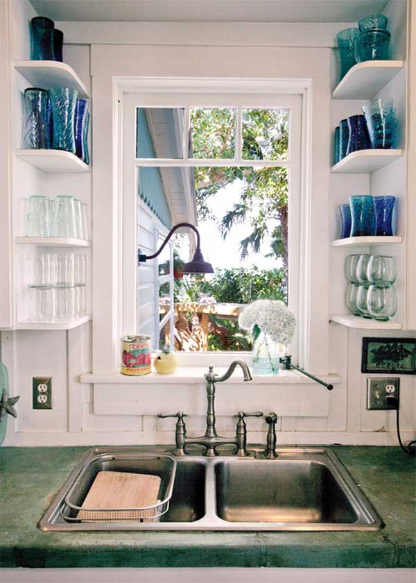 Above sink shelves storage idea. #kitchen #storage #organization #cupboards #cabinets #shelves #decoratingideas #decorhomeideas #drawer