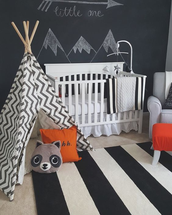 Modern black and white woodland baby boy room idea #nurseryideas #nurserydecor #homedecor #design #interiordesign #decoratingideas #decorhomeideas