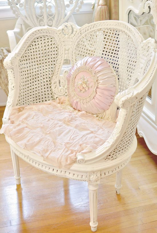 Pretty shabby chic chair #chair #furniture #homedecor #decoratingideas #diy #decorhomeideas #shabbychic