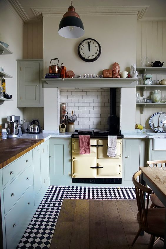 Beautiful vintage design kitchen #kitchen #vintage #color #bold #design #interiordesign #homedecor #decorhomeideas