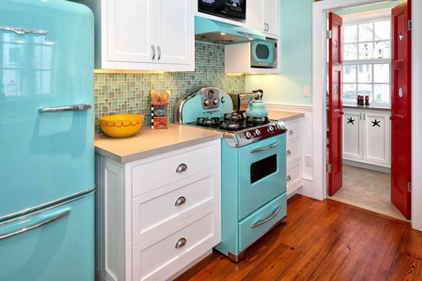 Blue vintage kitchen decor idea #kitchen #vintage #color #bold #design #interiordesign #homedecor #decorhomeideas
