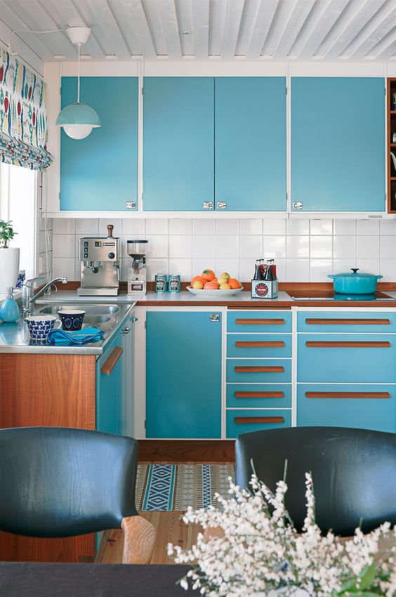 Brown and blue vintage kitchen idea #kitchen #vintage #color #bold #design #interiordesign #homedecor #decorhomeideas