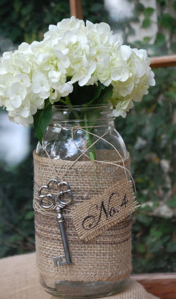 Burlap wedding jar table idea #jars #diy #homedecor #wedding #decoratingideas #garden #outdoor #decorhomeideas
