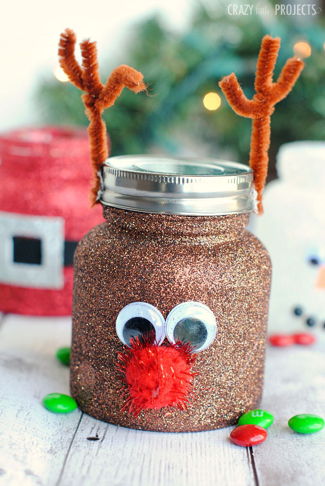 Christmas glitter jar decor idea #xmas #x-mas #christmas #christmasdecor #christmasjars #jars #decoration #christmasdecorations #decoratingideas #festive #decorhomeideas