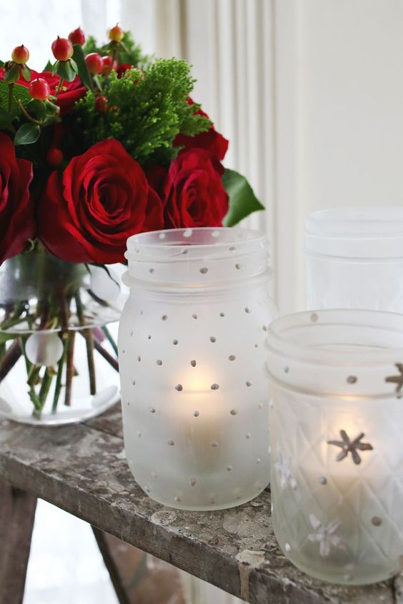Frosted mason jar Christmas idea #xmas #x-mas #christmas #christmasdecor #christmasjars #jars #decoration #christmasdecorations #decoratingideas #festive #decorhomeideas