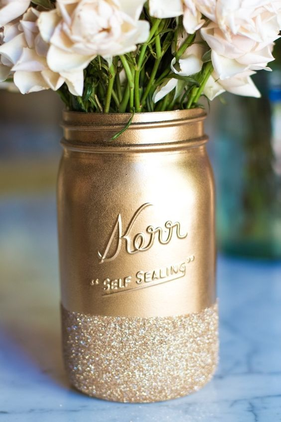 Gold glitter decor jar idea #jars #recycledjars #decoratingideas #homedecor #decorating #diy #home #decorhomeideas