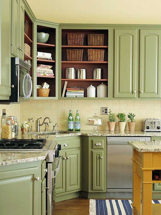 Green vintage kitchen decor idea #kitchen #vintage #color #bold #design #interiordesign #homedecor #decorhomeideas