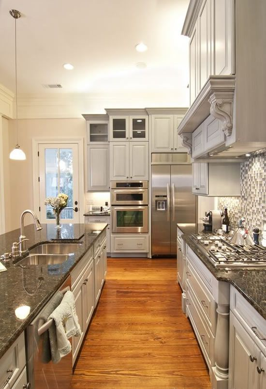 Grey cabinets wooden floor kitchen idea #kitchen #kitchendesign #floor #wooden #decoratingideas #homedecor #interiordecorating #decorhomeideas