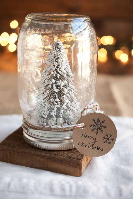 Mason jar snow globe Christmas idea #xmas #x-mas #christmas #christmasdecor #christmasjars #jars #decoration #christmasdecorations #decoratingideas #festive #decorhomeideas