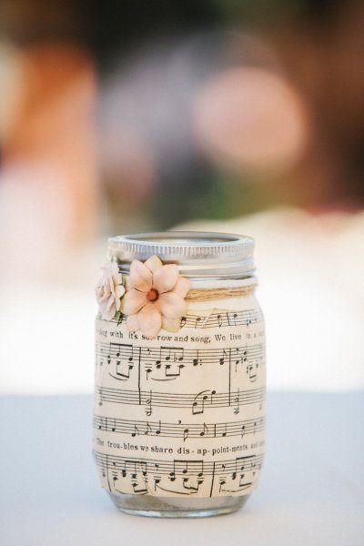 Musical mason jar decor idea #jars #recycledjars #decoratingideas #homedecor #decorating #diy #home #decorhomeideas