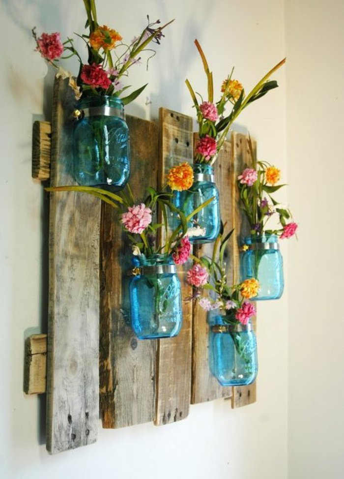 Pallet and mason jars wall vases #pallet #diy #jars #pallets #furniture #makeover #repurpose #wooden #wood #decoratingideas #decorhomeideas