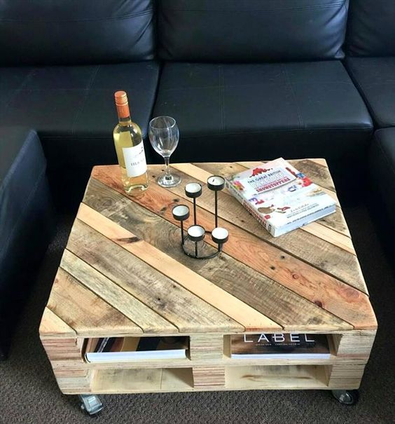 Pallet made coffee table idea #pallet #diy #coffeetable #furniture #makeover #repurpose #wooden #wood #decoratingideas #decorhomeideas