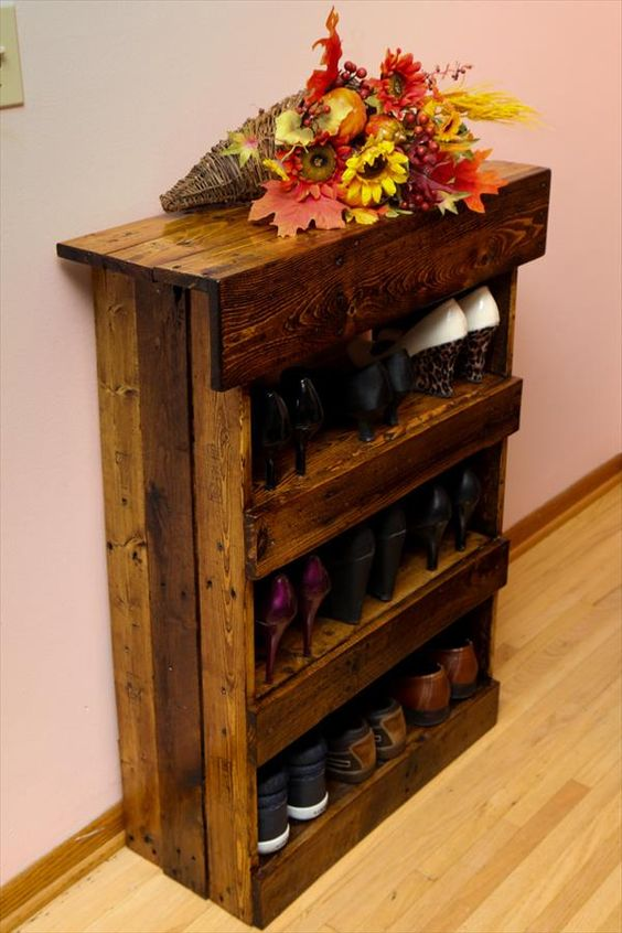 Pallet made shoe rack idea #pallet #diy #pallets #furniture #makeover #repurpose #wooden #wood #decoratingideas #decorhomeideas