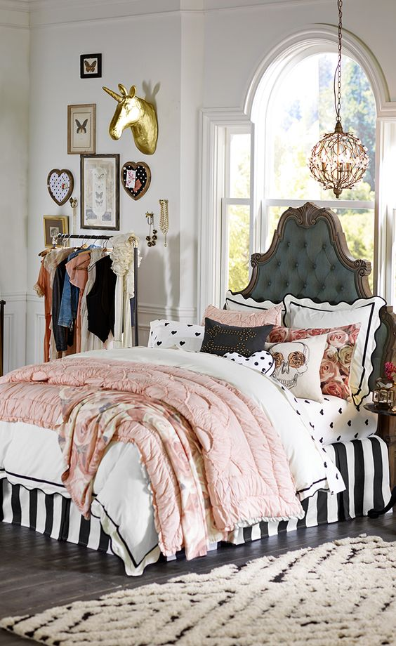 Parisian style headboard bed #headboard #bedroom #homedecor #decoratingideas #decorhomeideas
